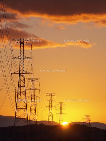 夕空と送電線 FYI01015678