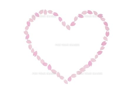 桜の花びらで作ったハート FYI01016635