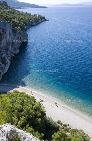 マカルスカの白い砂浜と青い海 FYI01019713