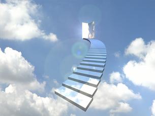 青空のドアに向かってカーブした階段 FYI01021352