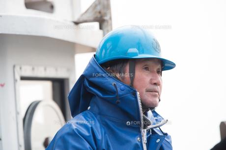 作業する漁師 FYI01030360