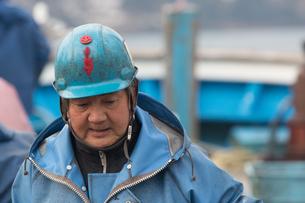 作業する漁師 FYI01030412