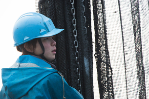 作業する漁師 FYI01030454