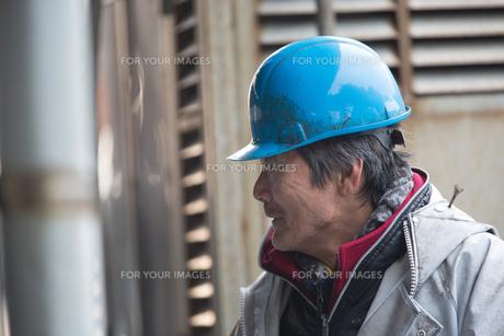 作業する漁師 FYI01030475