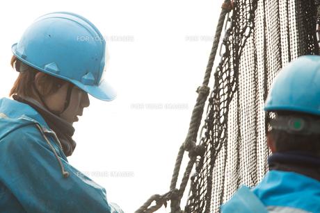 作業する漁師 FYI01030504