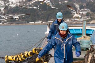 作業する漁師 FYI01030621