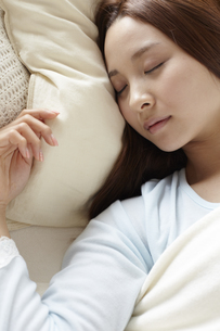 眠る女性 FYI01032328