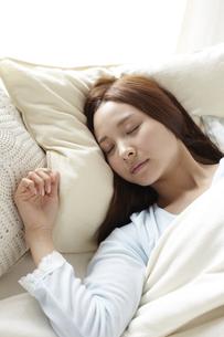 眠る女性 FYI01032402