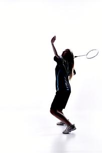 バトミントンをする女性のシルエット FYI01033034