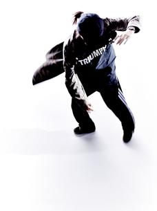 ダンスをする女性のシルエット FYI01033102