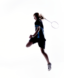バトミントンをする女性のシルエット FYI01033117