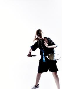 バトミントンをする女性のシルエット FYI01033208