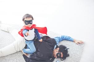 悪者をやっつけたちびっこスーパーマン FYI01034549
