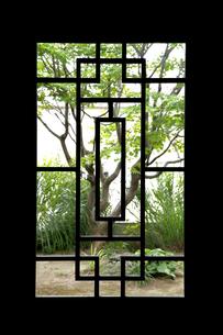 窓フレームから見た景色、窓 FYI01065168