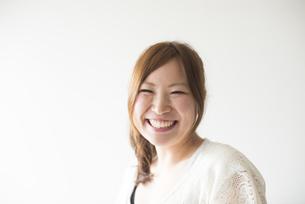 笑顔の女性 FYI01077296