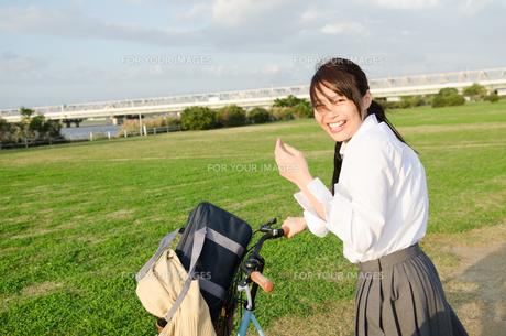 笑顔の女子学生 FYI01078077