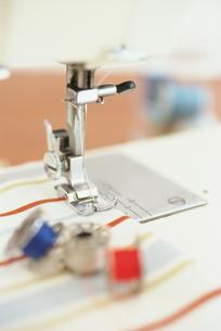 ミシンの糸と針 FYI01121105