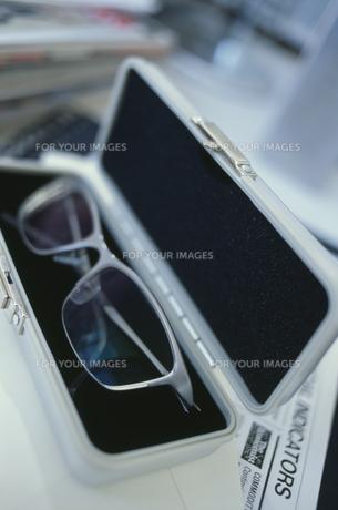 眼鏡ケースの中の眼鏡 FYI01124195