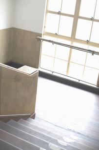 木造校舎の階段 FYI01140836