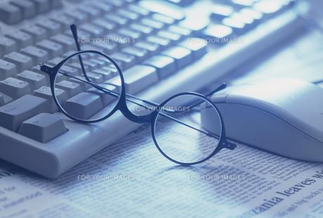 キーボードとメガネ FYI01146252