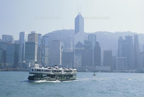 海から香港島を望む FYI01146532