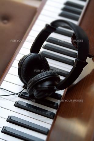 ヘッドホンとキーボード FYI01154649