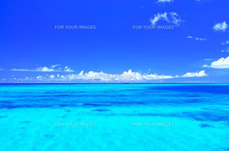 真夏の宮古島下地空港沿いに広がる綺麗な海 Fyi01173071 気軽に