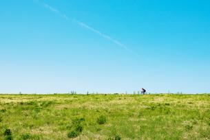 荒川土手を走る自転車 FYI01175230
