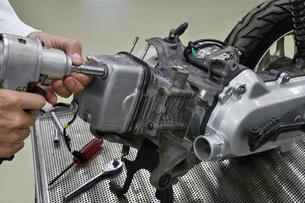 バイクエンジンの整備 FYI01196340