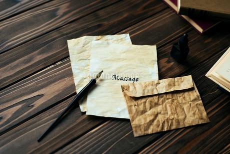 封筒と便箋の写真素材 [FYI01216437]