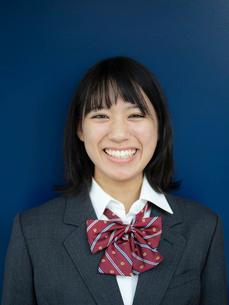笑顔の女子高校生の写真素材 [FYI01220709]