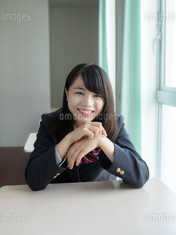 教室の女子高校生の写真素材 [FYI01220711]