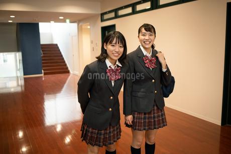 2人の女子高校生 FYI01220955