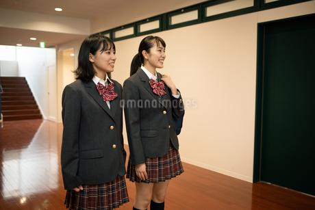 2人の女子高校生 FYI01220956